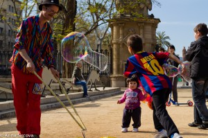 clowns bubbles kids parc Barcelona